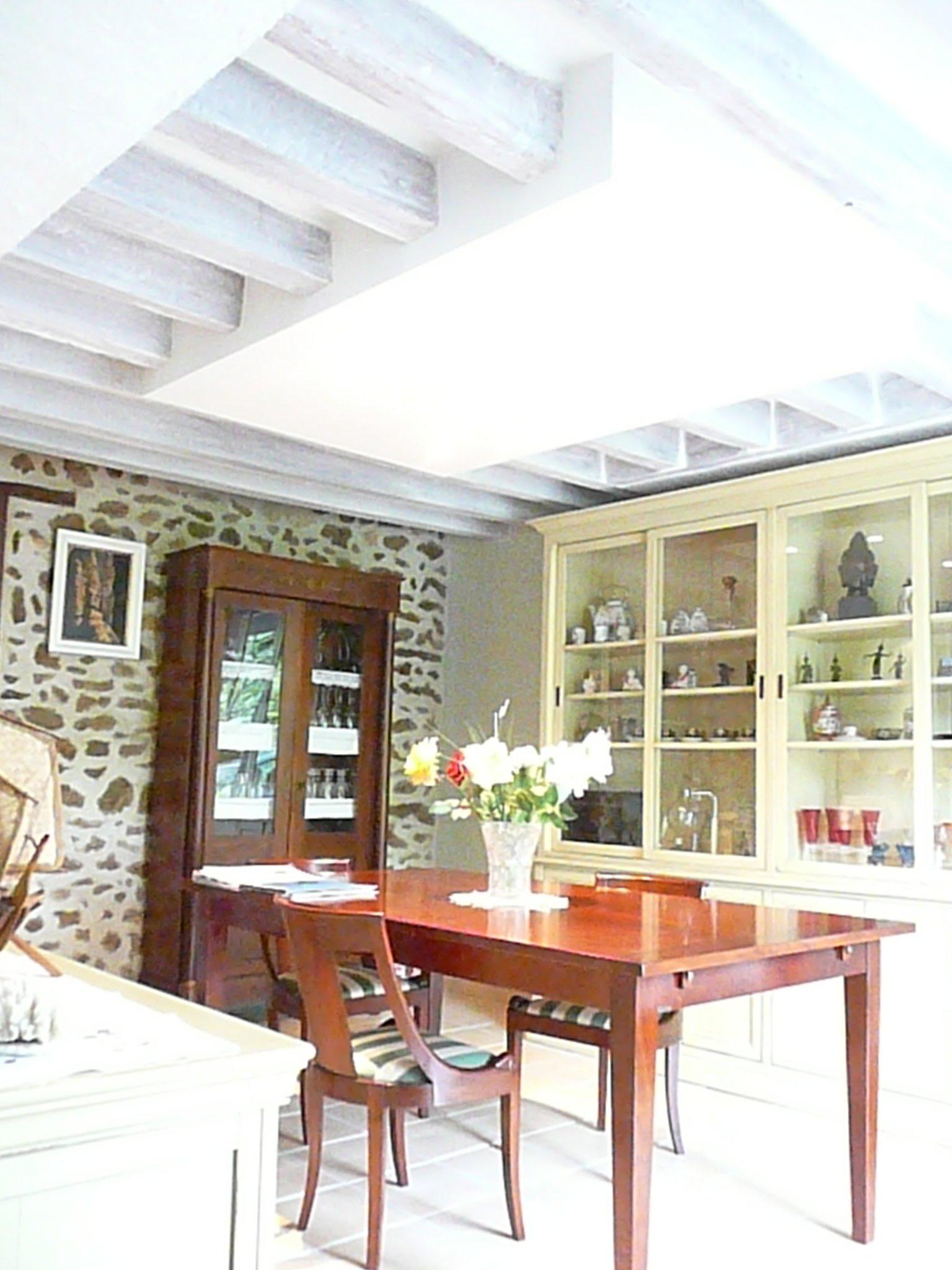 Plafond avec poutre plafond bois avec poutres apparentes - Repeindre un plafond ...